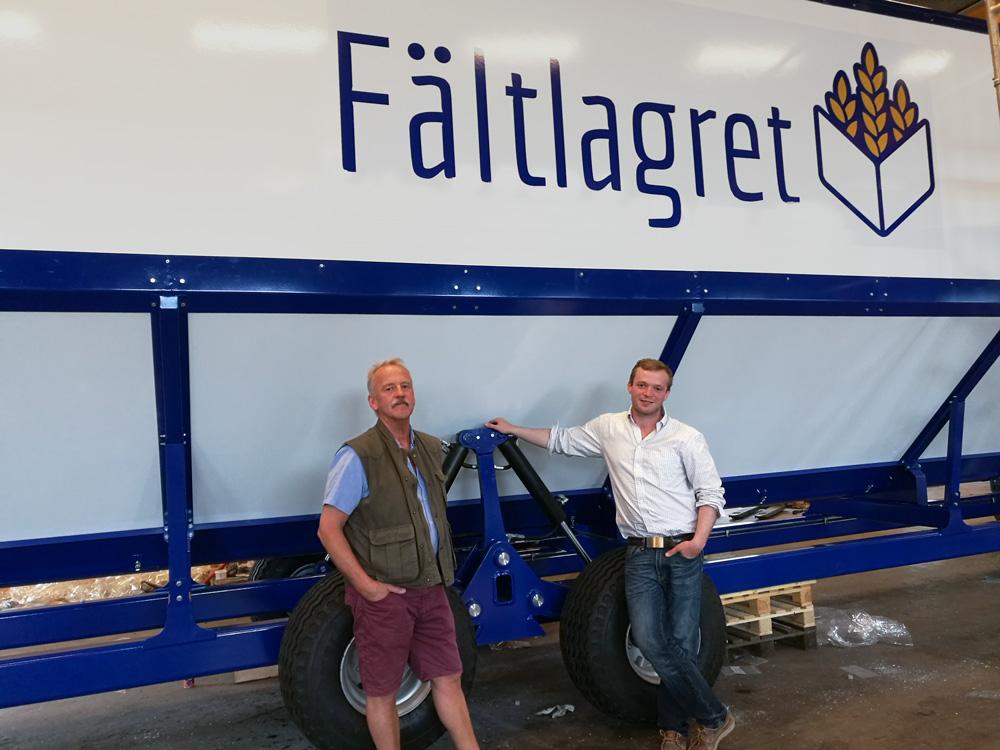 Sven Ringdahl och Gabriel Ringdahl framför Fältlagret